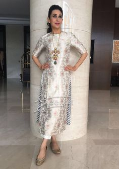 Karisma Kapoor In Raw Mango Celebrating Onam Kurta Designs Women, Salwar Designs, Kurti Designs Party Wear, Blouse Designs, Dress Designs, Dress Indian Style, Indian Dresses, Indian Outfits, Ethnic Outfits
