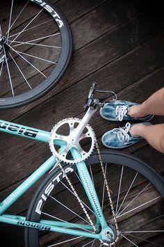 bikes&girls&macs&stuff: Photo