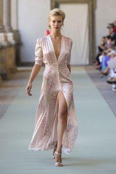 Sewing Clothes :: Crafty :: Sew :: Clothing 2 :: Luisa Beccaria at Milan Fashion Week Spring 2012 - Runway Photos dress high heels outfit Look Fashion, Runway Fashion, Milan Fashion, Fashion Show, Womens Fashion, Fashion Design, Fashion Trends, Feminine Fashion, Fashion Spring