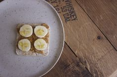 Peanut butter, banana, honey and brown rice cake to satisfy your sweet tooth!