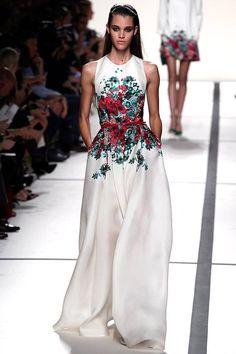 vestido blanco con estampado de flores