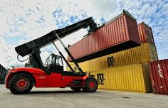 Cargo To Pakistan provides customers with both door to door freight services including sea and air cargo. #CargoToPakistan #doortodoor #freightservices #SeaAirCargo. https://www.cargotopakistan.co.uk/freight.php