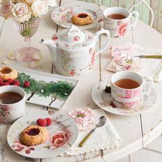 Rosanna Primavera Porcelain Modern Baroque Teapot with Decals