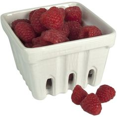 Artland 4-pc. Square Berry Basket Set, White ($47) ❤ liked on Polyvore featuring home, kitchen & dining, food storage containers, food, fillers, food and drink, accessories, decor, white and fruit basket
