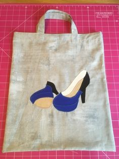 Gift Bag in 60 minutes with Free Shoe Appliqué Free Shoes, Applique, Reusable Tote Bags, Sewing, Gifts, Scrappy Quilts, Dressmaking, Presents, Couture