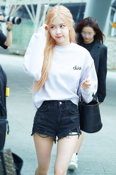 Photo album containing 12 pictures of Rosé Blackpink Outfits, Casual Outfits, Fashion Outfits, Blackpink Fashion, Korean Fashion, Korean Airport Fashion, Korean Girl, Asian Girl, Kpop Mode