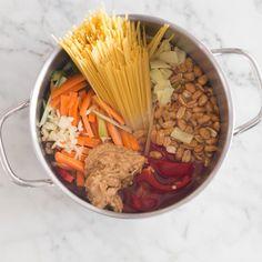 One Pot Pasta Thai-Style mit Gemüse und Erdnüssen