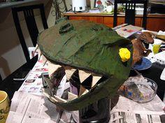 como hacer un dinosaurio con material reciclable - Buscar con Google