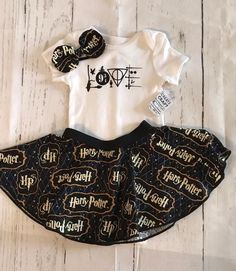 Harry Potter Baby Clothes, Harry Potter Girl, Harry Potter Nursery, Harry Potter Baby Shower, Harry Potter Outfits, Voldemort, Baby Girl Quotes, Hogwarts, Halloween Disfraces