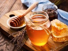 Research shows that honey detoxes, and has antibacterial, antioxidant, and anti-inflammatory properties. Learn more about the health benefits of honey. Fake Honey, Honey Benefits, Health Benefits, Craving Sweets, Neck Exercises, Vitis Vinifera, Neck Pain, For Your Health, Healthy Alternatives