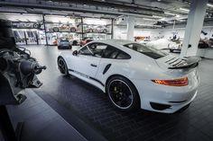 Celebrando los 40 años del Porsche 911 Turbo, el fabricante prepara para sus clientes ingleses una edición especial del Porsche 911 Turbo S bajo el nombre GB Edition, la cual estará limitada a 40 unidades