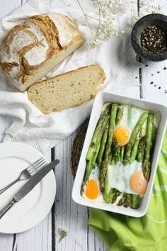Szparagi zielone z jajkiem Lunch Recipes, Healthy Recipes, Fresh Rolls, Food Photography, Sandwiches, Food Porn, Food And Drink, Vegetarian, Dinner