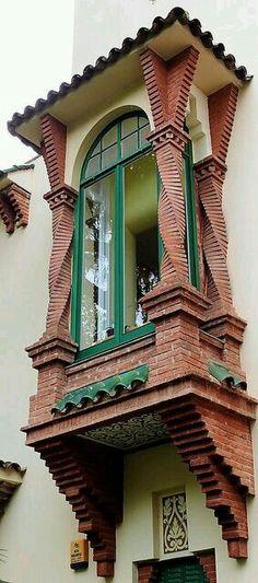 Corner window, Barcelona, Spain (=)