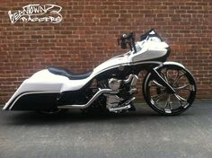 Harley Davidson Bike Pics is where you will find the best bike pics of Harley Davidson bikes from around the world. Harley Bagger, Bagger Motorcycle, Harley Bikes, Harley Davidson Custom Bike, Harley Davidson Museum, Harley Davidson Motorcycles, Harley Road Glide, Harley Davidson Street Glide, Hd Motorcycles