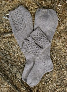 Brego-setti pattern by Tuulia Salmela Crochet Socks, Knit Mittens, Knitted Gloves, Knitted Shawls, Knitting Socks, Knitting Stitches, Knitting Patterns, Knit Crochet, Crochet Patterns
