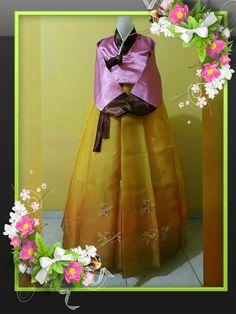 Ready stok hanbok  Info order hubungi : Bbm 1 : 584FC74E Bbm 2 : 5819254F Line/wa : 085364359558 Fb : Hanbok hanbok IG : hanbokhanbok Harga : 355.000IDR