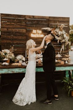 Wedding reception neon sign inspiration | Image by Kylie Morgan Photography.