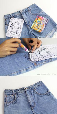 Estampa fácil com caneta para tecido e guardanapo rendado. Veja o tutorial em vídeo no blog: http://modacustom.com.br/2016/01/06/tutorial-estampa-facil-no-shorts-jeans/