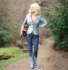 DOLLY PARTON used this photo to promote her 2002 album 'Halos and Horns' by Annie Leibovitz Annie Leibovitz Photos, Anne Leibovitz, Annie Leibovitz Photography, Dolly Parton, Willie Nelson, Iggy Pop, Patti Smith, Fleetwood Mac, Country Girls