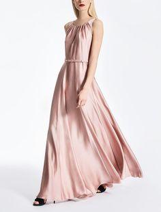 All the new arrivals of Max Mara Fall-Winter 2017 Collection. Silk Satin Dress, Satin Dresses, Bridesmaid Dresses, Prom Dresses, Formal Dresses, Wedding Dresses, Max Mara, Mode Chic, Chiffon