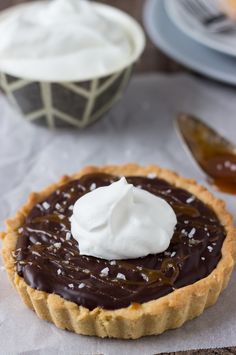 This rich and decadent dark chocolate tart is made from caramelized sugar and cream and is topped with salted caramel sauce for a perfect dessert recipe. Chocolate Bomb, Chocolate Pie Recipes, Chocolate Cheese, Chocolate Desserts, Fun Easy Recipes, Best Dessert Recipes, Desert Recipes, Fun Desserts, Food Deserts