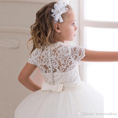 2016 New Elegant Flower Girls Dresses For Weddings Party Lace Top White / Ivory Tulle Ball Gown Flowergirl First Communion Dress
