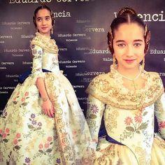Que belleza de trajes típicos de Valencia !!!!!La verdad ...