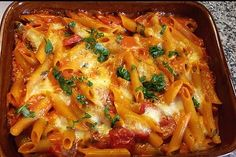 Cremiger Nudelauflauf mit Tomaten und Mozzarella Creamy noodle casserole with tomatoes and mozzarella 148 Creamy Pasta Bake, Creamy Pasta Recipes, Noodle Casserole, Casserole Recipes, Cooking Dishes, Cooking Recipes, Grilled Meat, Salad Ingredients, Noodle Recipes