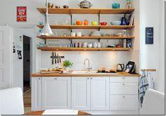 Como muitos apartamentos, algumas casas estão sendo entregues com cômodos cada vez menores. A cozinha, do tipo corredor, virou algo recorrente.