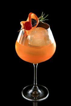 Cachaca Drinks, Drinks Com Vodka, Alcoholic Drinks, Beverages, Pink Drinks, Summer Drinks, Sugarcane Juice, Think Food, Healthy Breakfast Recipes
