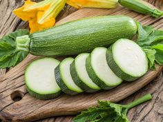 Tato zelenina dodává tělu energii a proniká hluboko do buněk Wild Edibles, Ciabatta, Nutritional Supplements, Survival Prepping, Shtf, Natural Remedies, Cucumber, Zucchini, Vegetables