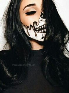 Halloween is coming soon, so it's time to pick your image. Makeup is an essential part of it. A successful Halloween makeup can make you the focus of the public. It also reflects your makeup Amazing Halloween Makeup, Halloween Makeup Looks, Halloween Inspo, Halloween Skeleton Makeup, Halloween Party, Halloween Costumes With Makeup, Vintage Halloween, Halloween Makeup Last Minute, Halloween Make Up Scary
