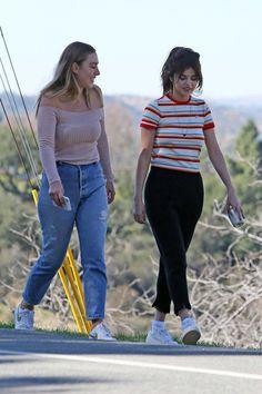 February Selena out in Los Angeles, CA Selena Selena, Casual Wear, Casual Outfits, Marie Gomez, Ideias Fashion, Capri Pants, How To Wear, Dresses, Latina