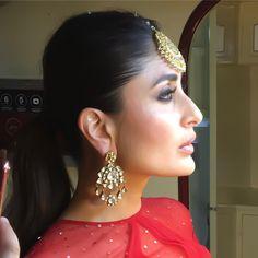 Kareena Kapoor Khan, Bollywood, Most Beautiful, Glow, Poses, Queen, Drop Earrings, Instagram, Jewelry