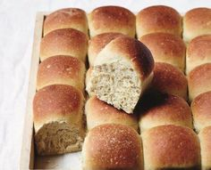 Hveder skal være store og saftige som i Claus Meyers version. Bread Recipes, Baking Recipes, Yummy Treats, Yummy Food, Cooking Cookies, Danish Food, Bread Bun, Bread And Pastries, Bread Baking