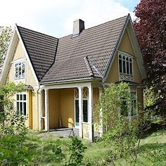 House in Onsala, Sweden. Small Cottages, Cabins And Cottages, Tiny Little Houses, Tiny House, This Old House, Swedish Cottage, Sweden House, Yellow Houses, Cottage Interiors