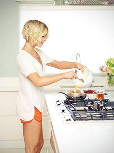 Julianne Hough's Workout Plan: 'I Like To Shock My Body' http://greatideas.people.com/2014/11/11/julianne-hough-workout-diet-fitness-shape/