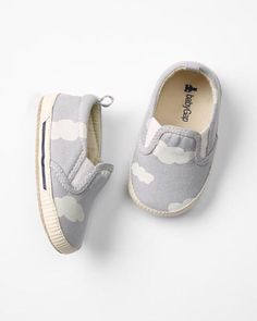 GAP Baby Boy NWT Size 0-3 Months Gray Cloud Print Elastic Slip-On Sneakers Shoes