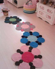 Lindos tapetinhos de bolas que medem 60 cm, juntos parecem um jardim de flores! Peça o seu, nas cores de sua preferencia! VALOR POR UNIDADE!