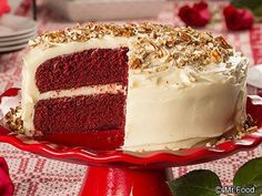 If you could fall in love with a cake, it would definitely be this rich and moist Velvety Red Velvet Cake. This old-fashioned, Southern red velvet cake recipe is beautiful to look at, but most importantly, delicious till the very last crumb. Southern Desserts, Just Desserts, Delicious Desserts, Frosting Recipes, Cake Recipes, Dessert Recipes, Yummy Recipes, Diet Recipes, Easy Vanilla Frosting