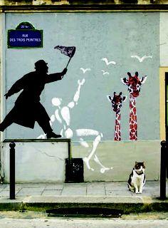 chat assis sous le street art Nemo à Paris - Street Paris 3d Street Art, Urban Street Art, Best Street Art, Graffiti Art, Street Art Graffiti, Yarn Bombing, Land Art, Photographie Street Art, Pop Art
