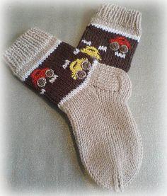 Socks With Cars Pattern by Iya Kryukova (Ravelry), free Knitted Socks Free Pattern, Knitting Patterns Boys, Crochet Socks, Knitting For Kids, Knitting Socks, Baby Knitting, Knit Crochet, Kids Socks, Baby Socks