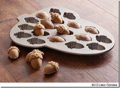 tiny acorn cakes...