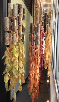 Leaf Press, Anthropologie Autumn Window Display Create these simple leaf press leaves for a fun autumn display inspired and created during a workshop by Anthropologie. Visual Display, Display Design, Store Design, Display Ideas, Fall Window Boxes, Window Ideas, Autumn Window Displays, Winter Window Display, Anthropologie Display
