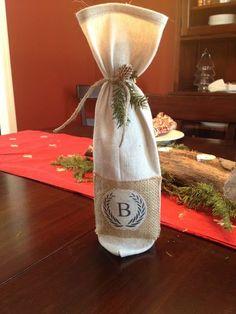 DIY Monogrammed Wine Bag (Pottery Barn-knockoff) #winebags #dropclothideas #giftideas by dee