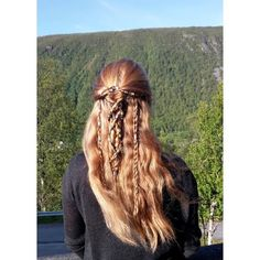 Hair Bling: Can you have enough of it? Viking Braids, Shieldmaiden Hairstyle by Anne The Archer Reign Hairstyles, Medieval Hairstyles, Pretty Hairstyles, Dread Braids, Viking Braids, Historical Hairstyles, Braided Hairstyles Tutorials, Hair Dos, Dyed Hair