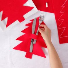 A festive cutlery sleeve is a simple way to dress up your holiday table this year. It won't be hard to get volunteers to help set the table with this project! Christmas Tablescapes, Holiday Tables, Christmas Decorations, Christmas Art, Christmas Stockings, Xmas, Deco Table Noel, Cutlery Holder, Felt Sheets