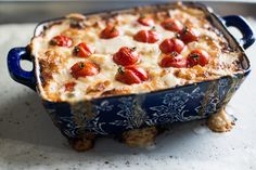 The Hot Mess Dip: Roasted Tomato and Sweet Onion Cheese Dip via White On Rice Couple. Appetizer Salads, Yummy Appetizers, Appetizer Recipes, Party Recipes, Cheese Dip Recipes, Sauce Recipes, Yummy Recipes, Good Roasts, Roasted Cherry Tomatoes