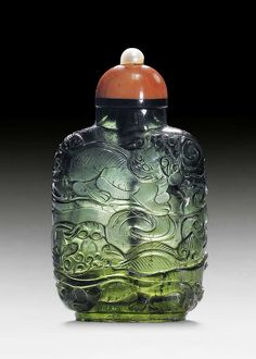Snuff bottle made of turmaline
