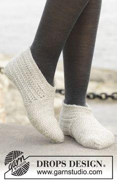 """Crochet DROPS slippers in """"Nepal"""". ~ DROPS Design"""